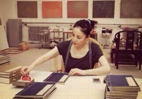 王菲抄经图片