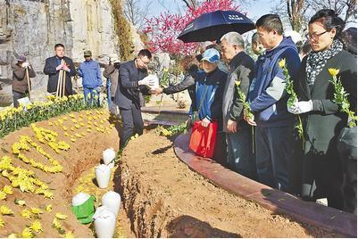 公益花坛葬