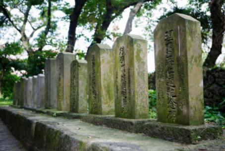 腐蝕的石碑