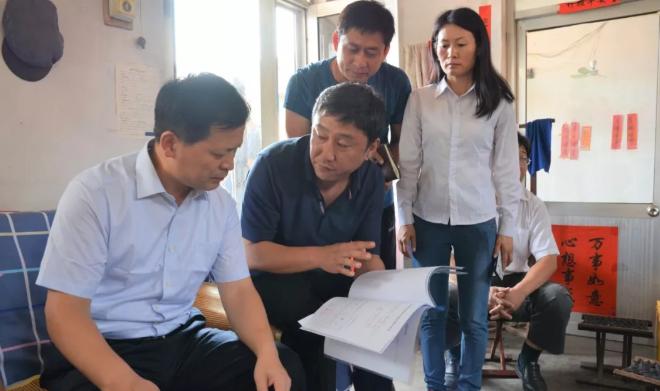 薛峰還詢問了社區負責人